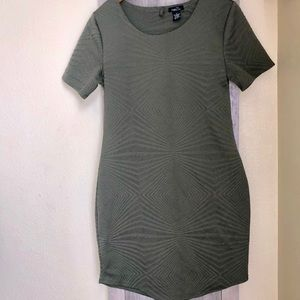 Green body forming dress size M
